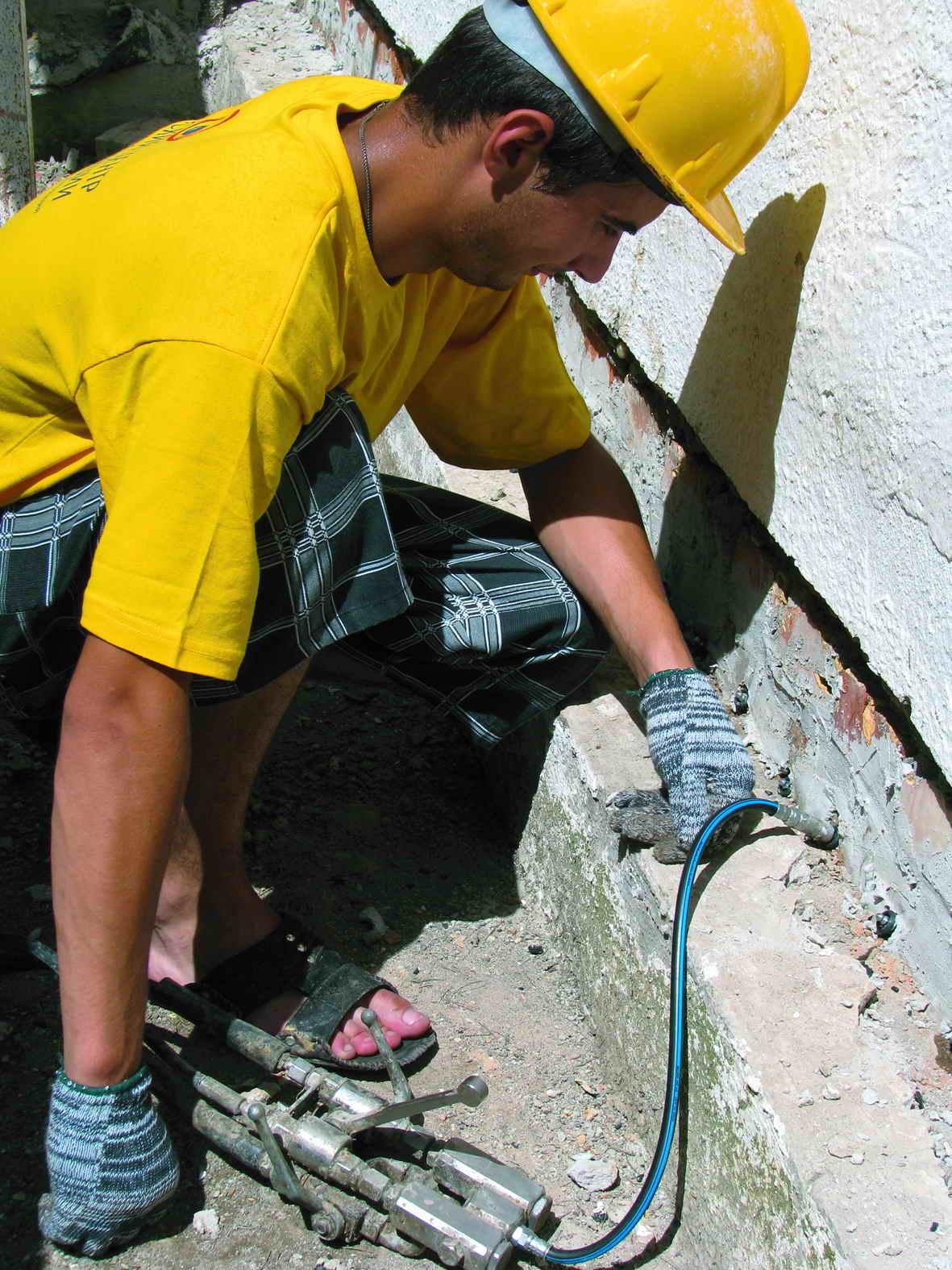 Отсечка подсоса капиллярной влаги стен акрилатным гелем_IMG_1305